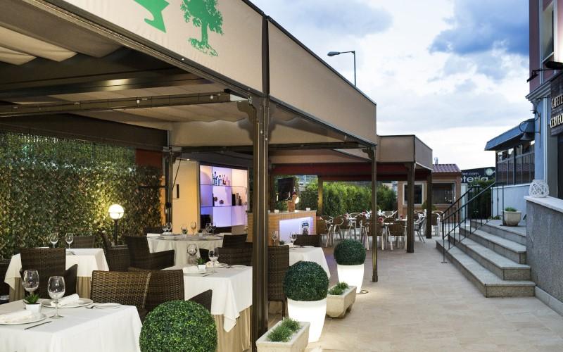 Las noches de verano de El Roble: terraza, barbacoa y 'show cooking'
