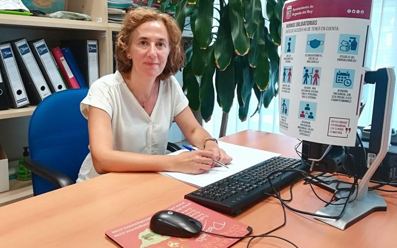 Clotilde Cuéllar, en su despacho en el Ayuntamiento de Arganda del Rey