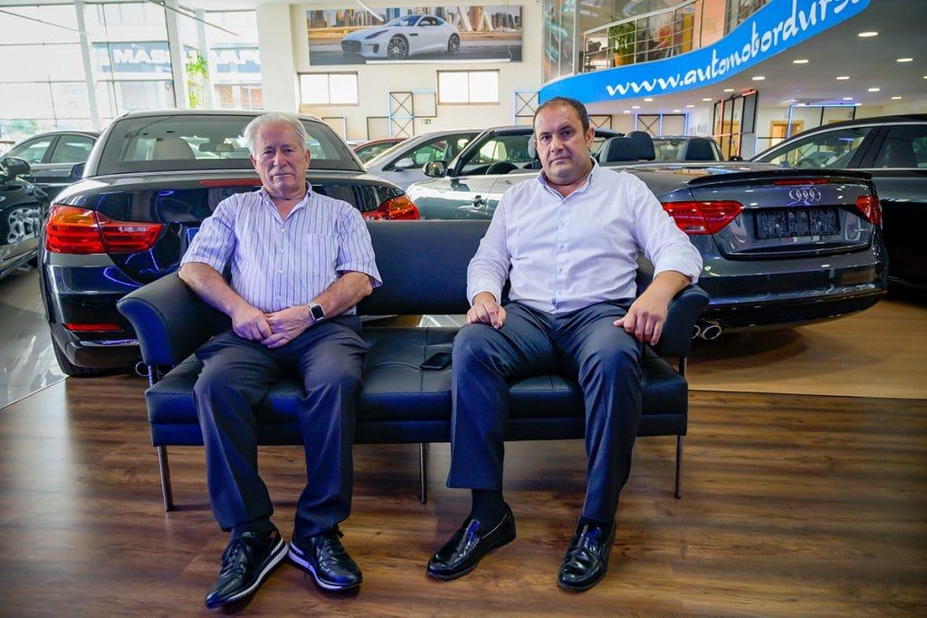 Antonio Durán (padre) y Antonio Durán (hijo), en la sede de Automotor Dursan