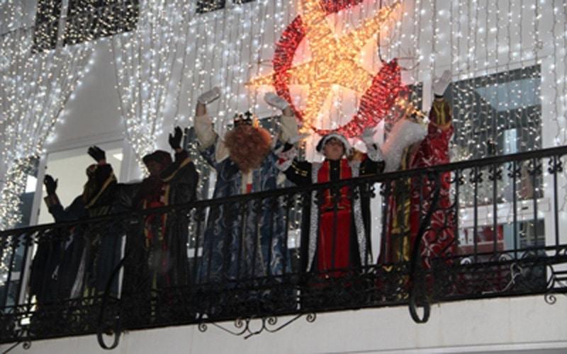 SSMM los Reyes Magos recorrerán las calles de Arganda a bordo de un trenecito para saludar a los niños desde la distancia