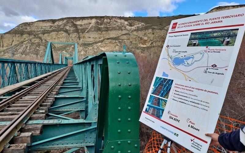 Puente La Poveda y cartel de obras