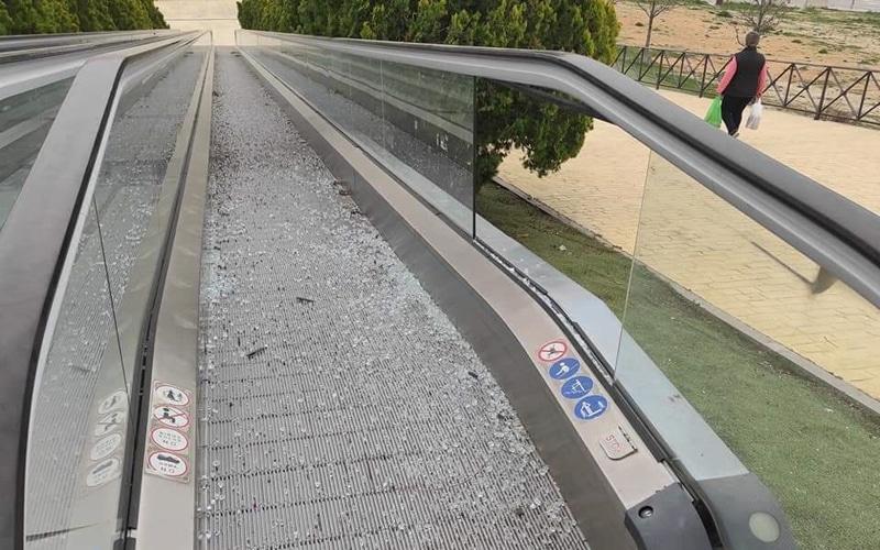 Escalera mecánica de acceso al Recinto Ferial (foto: Actúa por Arganda)