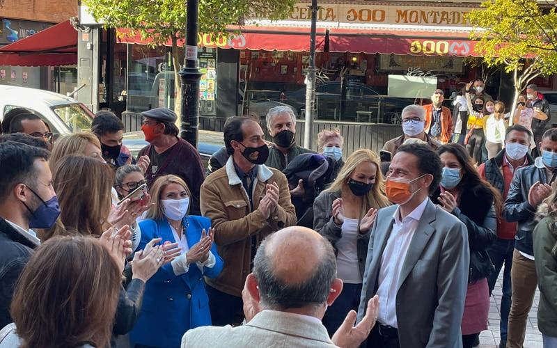 El candidato de Ciudadanos a la Presidencia de la Comunidad de Madrid, Edmundo Bal, durante su visita a Arganda (foto: @Diario de Arganda)