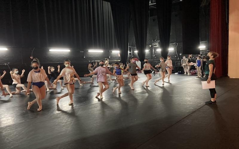Ganas, nervios e ilusión de volver a pisar el escenario: así preparan el Festival de Danza en la EMMD de Arganda