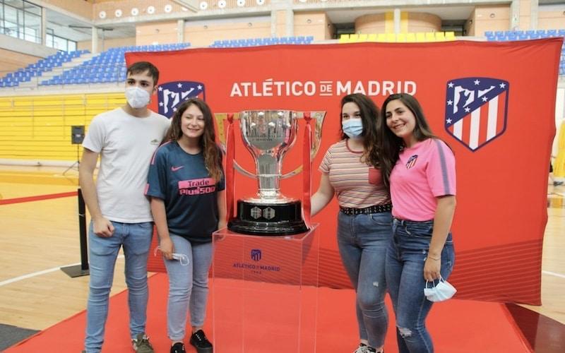 La Copa de la Liga conquistada por el 'Atleti' visita Arganda