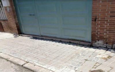 Vecinos de La Poveda denuncian el hundimiento de varias calles y aceras