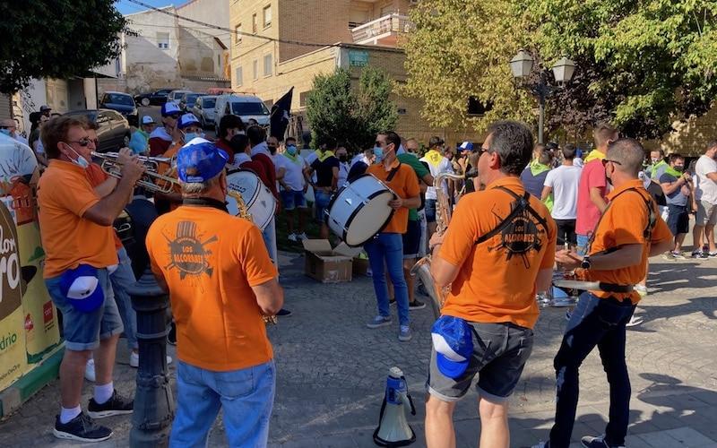 Aficionados taurinos durante la manifestación contra la suspensión de las fiestas patronales en Arganda del Rey